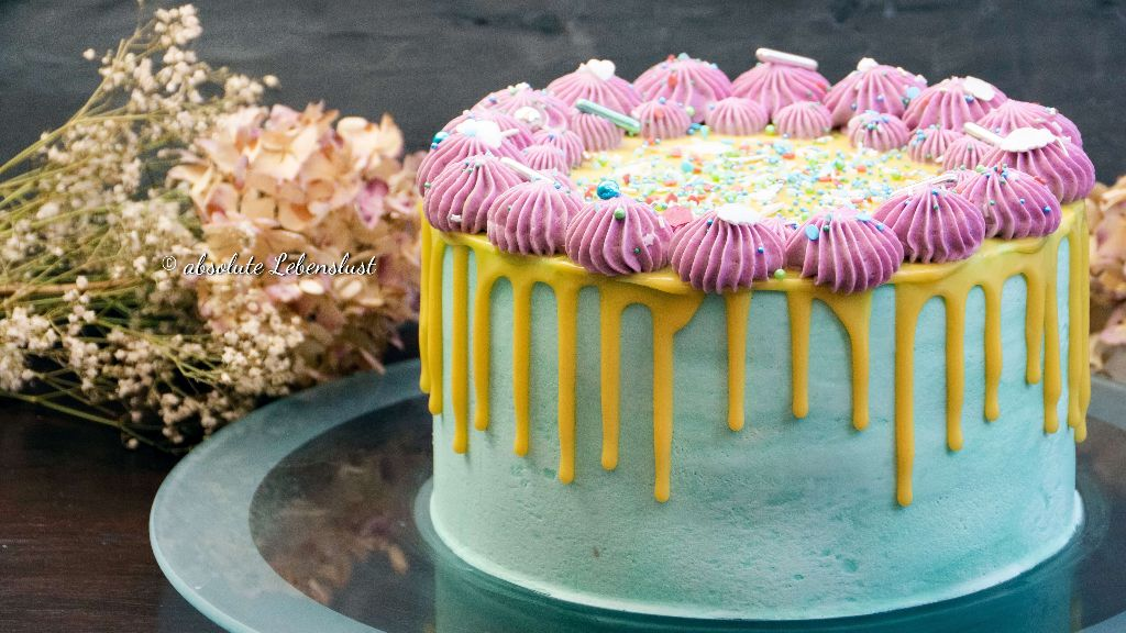 Drip geburtstagstorte, drip cake, drip torte, geburtstagstorte, backen, rezept, selber machen, ana, äna, absolute, lebenslust, torten rezepte, ohne fondant