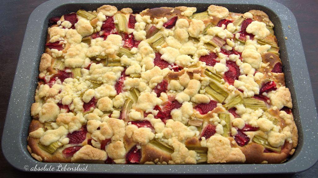Rhabarberkuchen, hefeteig, streuseln, streuselkuchen, blechkuchen, vom blech, erdbeer rhabarber kuchen, backen, rezept, selber machen