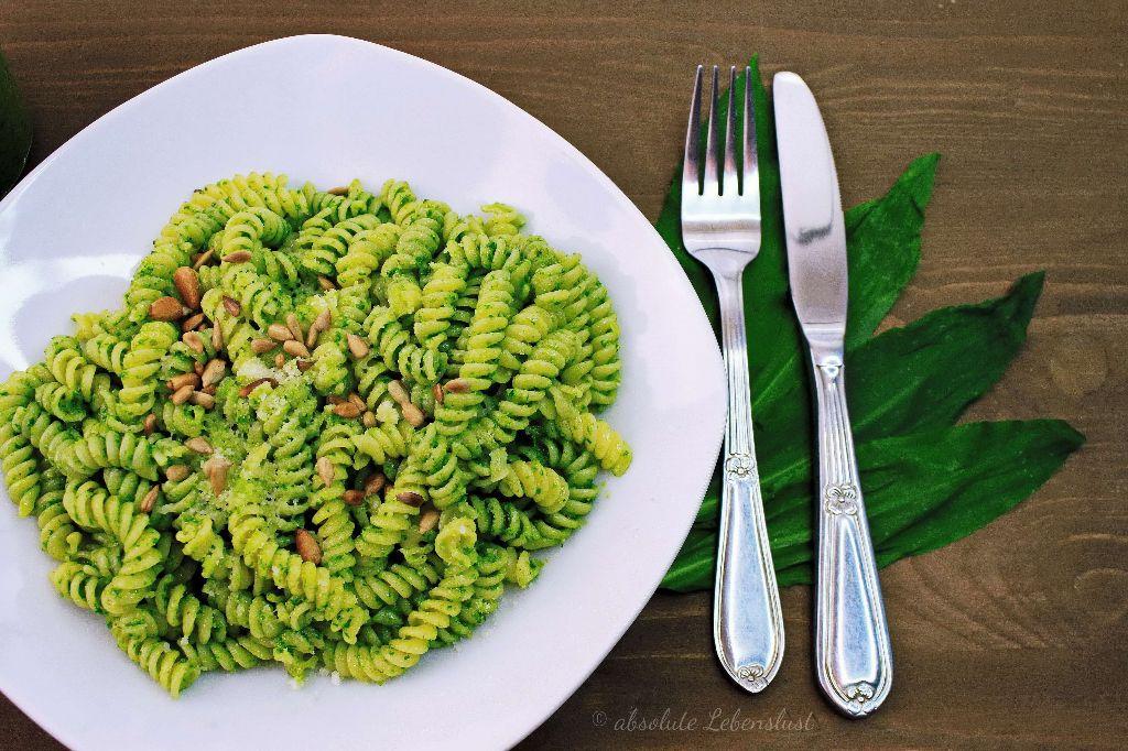 bärlauch pesto selber machen, bärlauch pesto rezept, bärlauch rezepte, bärlauch nudeln, pesto rezepte, pesto selber machen, grünes pesto, selber machen