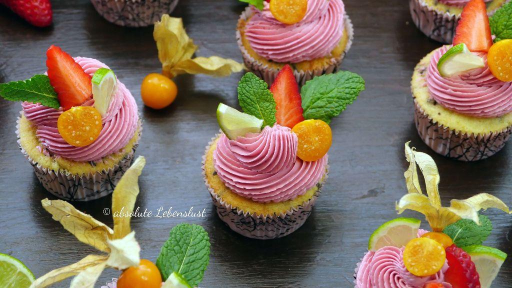beeren cupcakes backen, cupcake deko, cupcake frosting, cupcake topping, selber machen, backen, rezept, einfach, pinke cupcakes, rosa cupcakes, cupcakes backen mit