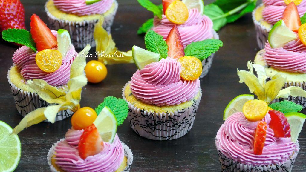 beeren cupcakes, cupcakes selber machen, einfache cupcake rezepte, cupcakes topping, cucpakes frosting, mit buttercreme, mit spritzbeutel, dekorieren, backen