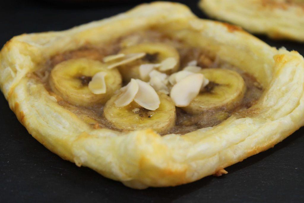 blätterteig vierecke, blätterteig rezepte, nutella rezepte, mit nutella, mit bananen, nutella bananen taschen, blätterteig ideen