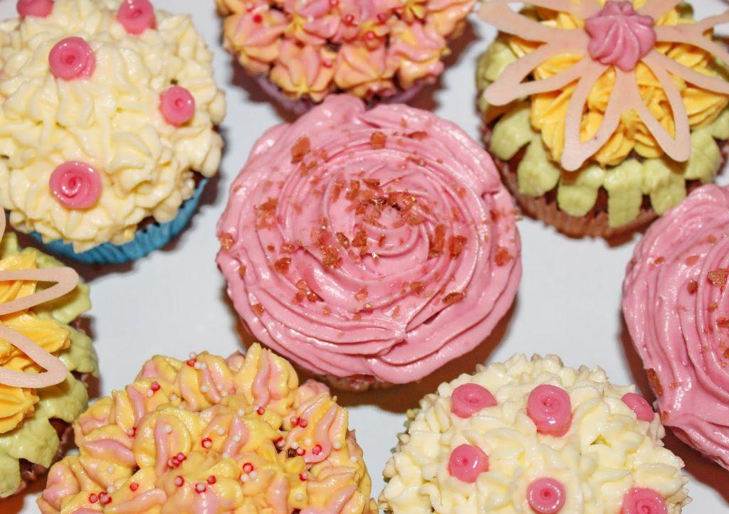 cupcakes rezepte, cupcake rezept, frischkäse cupcake frosting, frosting, topping, cupcake frosting
