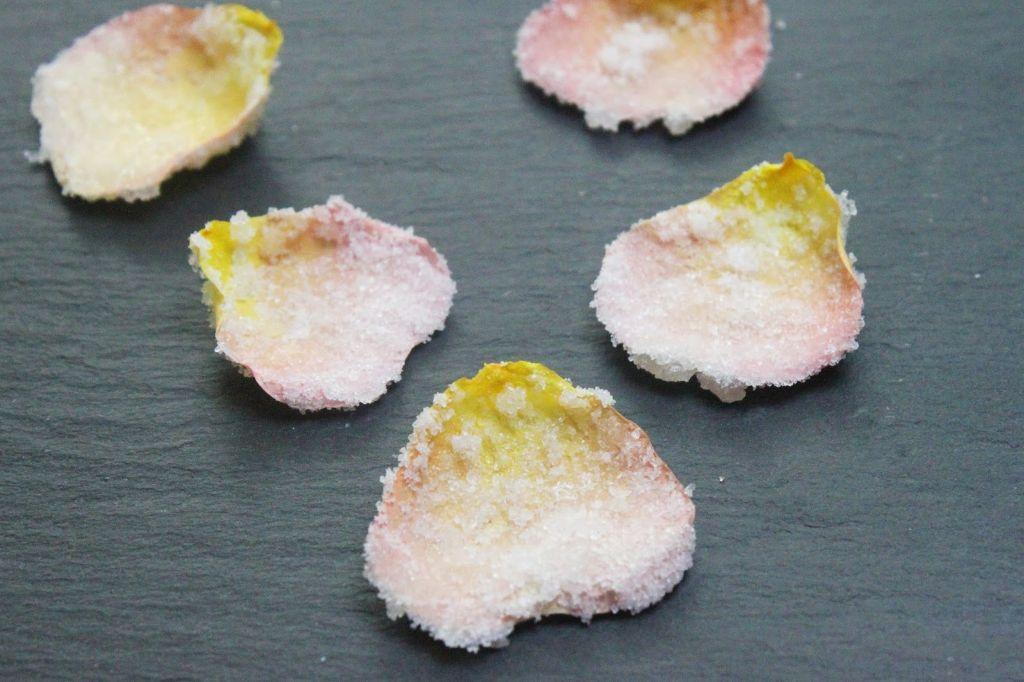 essbare blüten, essbare blumen, kandierte blüten, kandierte blumen, kandierte blätter, rezept, anleitung, selber machen, zuckerblumen, zuckerblüten,cupcake deko selber machen
