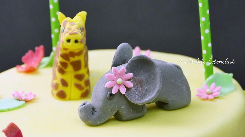geburtstagstorte, safari, giraffe, elephant, elefant, fodnant, tiere modellieren, figuren modellieren, aus fondant, erster geburtstag torte