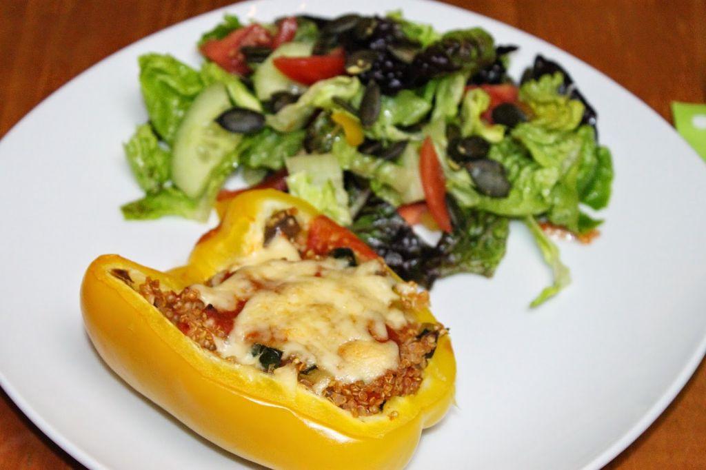 gefüllte Paprika vegetarisch, gefüllte Paprika vegan, Quinoa Rezepte, was ist quinoa, gesunde rezepte, gesunde rezepte zum abnehmen, zucchini rezepte, gefüllte paprika rezepte