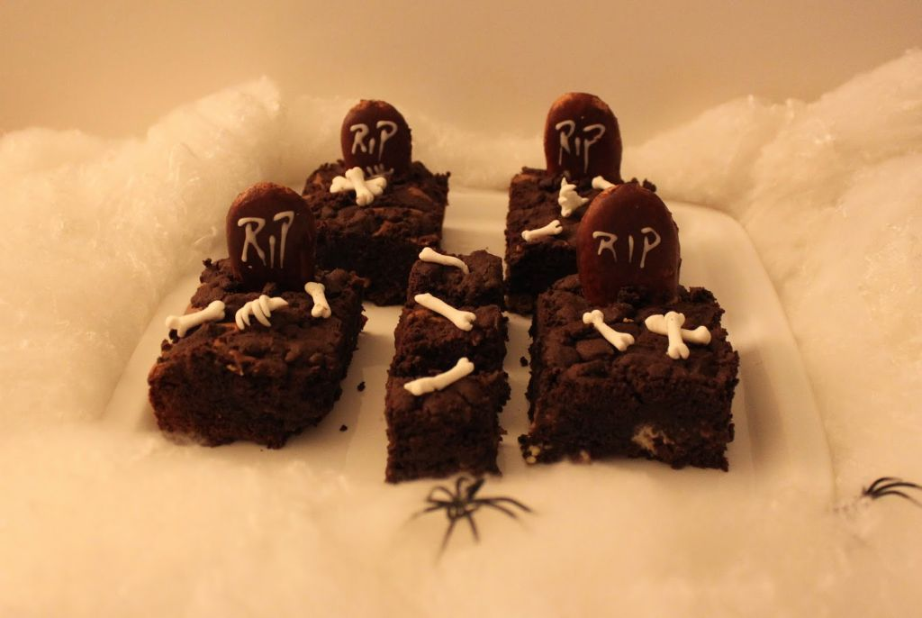halloween essen, halloween snacks, party snacks, brownie rezept, triple chocolate brownies, einfache brownies, bronie, brownie