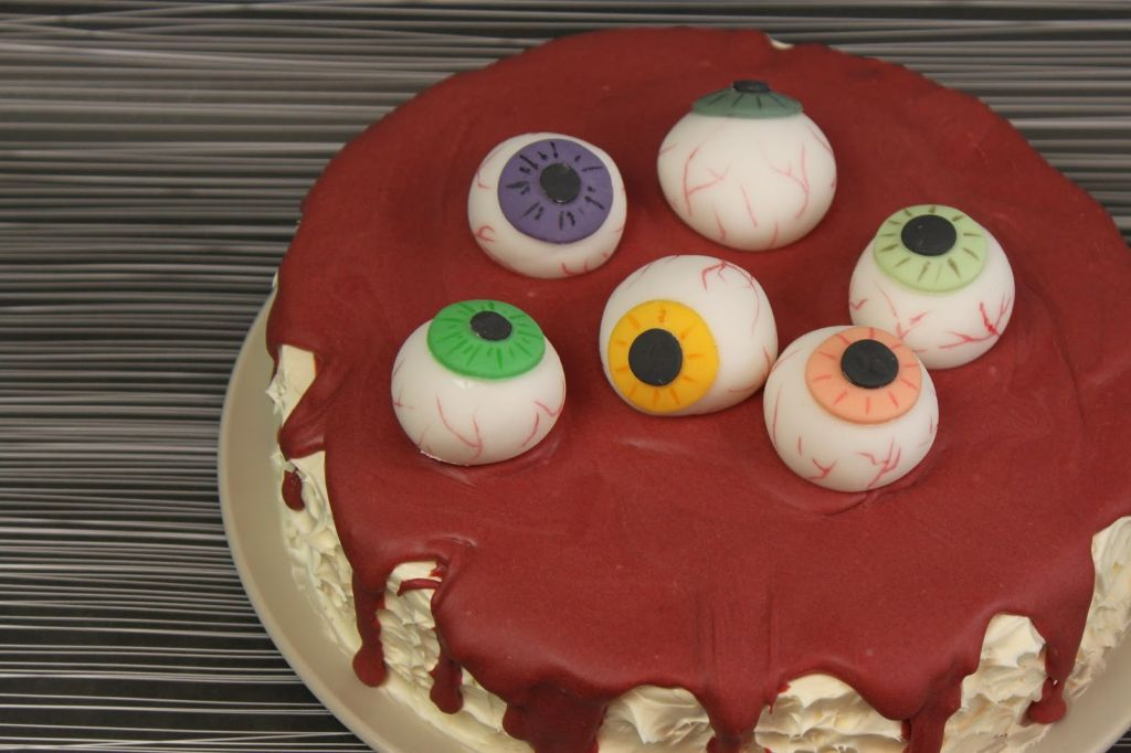 halloween kuchen, halloween torte, blutige torte, red velvet cake rezept, aufäpfel torte, augen torte, motivtorte, rezept, selber machen