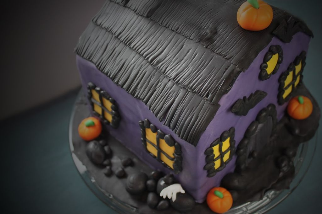 halloween gruselhaus torte 3d motivtorte zum halloween essen absolute lebenslust. Black Bedroom Furniture Sets. Home Design Ideas