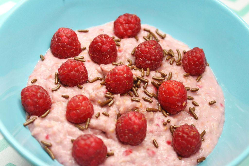 himbeer porridge, porridge ideen, haferbrei ideen, oatmeal ideen, frühstücksideen, frühstück rezepte, rezepte frühstück