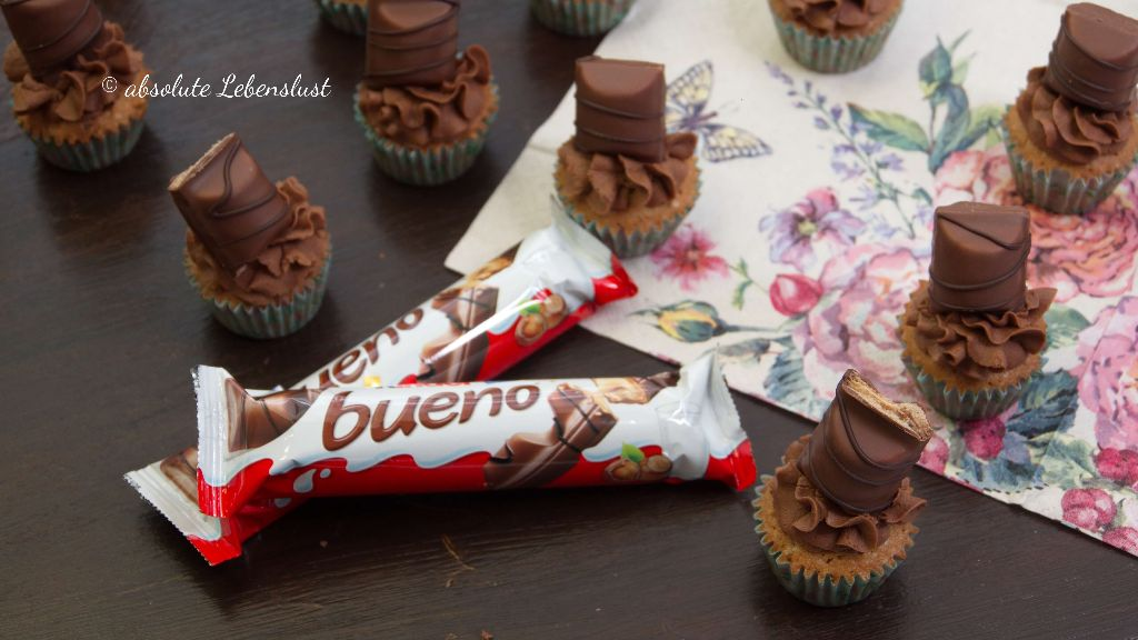 kinder bueno cupcakes, mini cupcakes, schoko cupcakes, schoko muffins, backen, rezept, einfach, cupcake grundrezept
