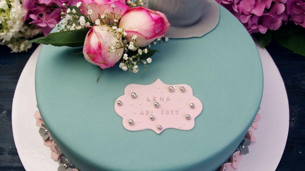 kleid torte, motivtorte, mit blumen, mit echten blumen, blumen torte, flower cake, backen, selber machen, rezept