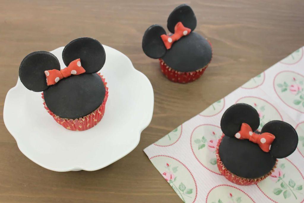 minnie mouse cupcakes backen, minnie mouse cupcakes, cupcakes selber backen, cupcakes einfach, einfache cupcake rezepte, rezepte zum geburtstag