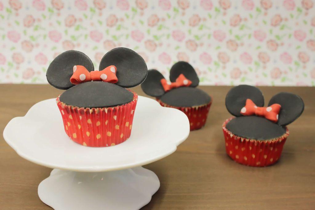 minnie mouse cupcakes, minnie mouse cupcakes backen, cupcakes dekorieren, cupcake rezepte, cupcakes backen, cupcakes