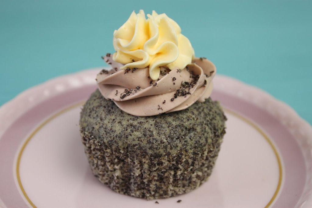 mohn cupcakes, cupcake rezepte, muffin rezepte, französische buttercreme, leckere cupcakes, cupcakes backen, cupcakes mit mohn, mohn rezepte, mohnkuchen rezept