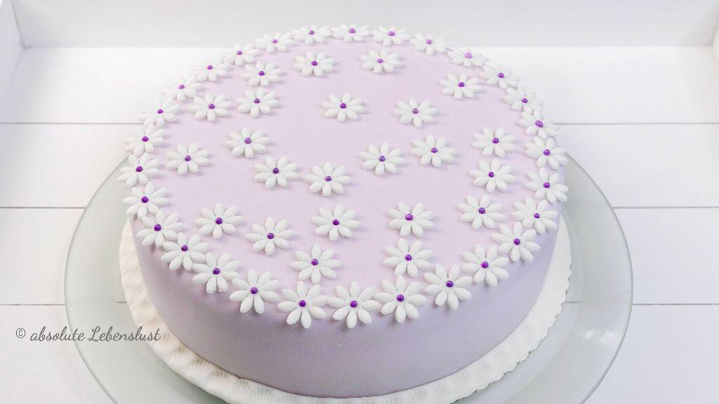 muttertag torte, blumen torte, blumige torte, flowers cake, flieder torte, lila torte, motivtorten für anfänger, fondant torten für anfänger, fondanttorten für anfänger