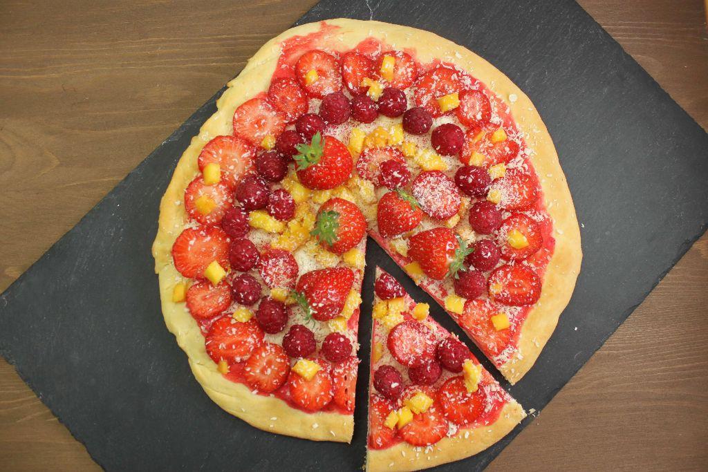 pizza rezepte, süße pizza ideen, pizza mit erdbeeren, himbeer pizza, himbeer rezepte, erdbeer rezepte, leichte rezepte, partysnacks