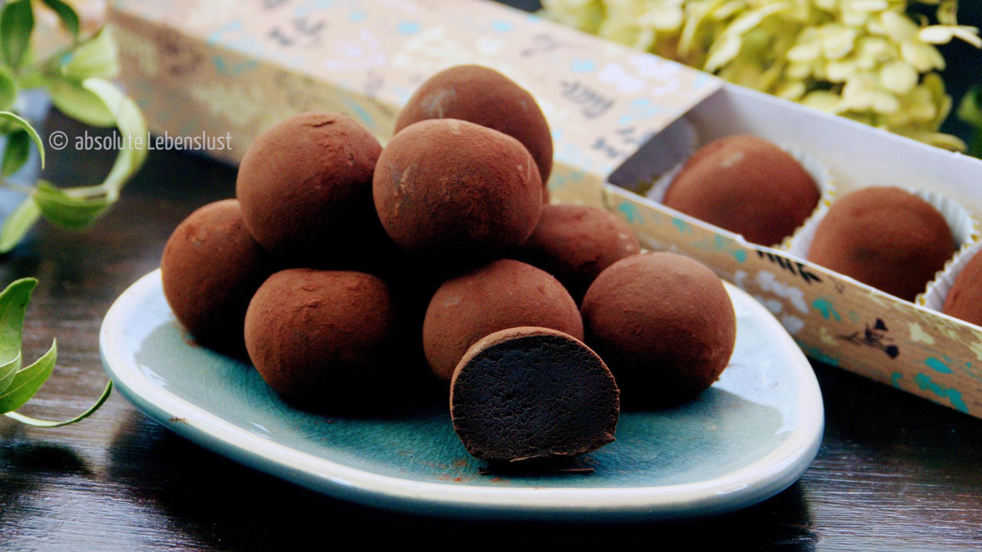 pralinen mit, zutaten, zwei, 2, pralinen aus kodnensmilch, kondensmilch, ohne form, pralinen ohne form, ohne schokolade