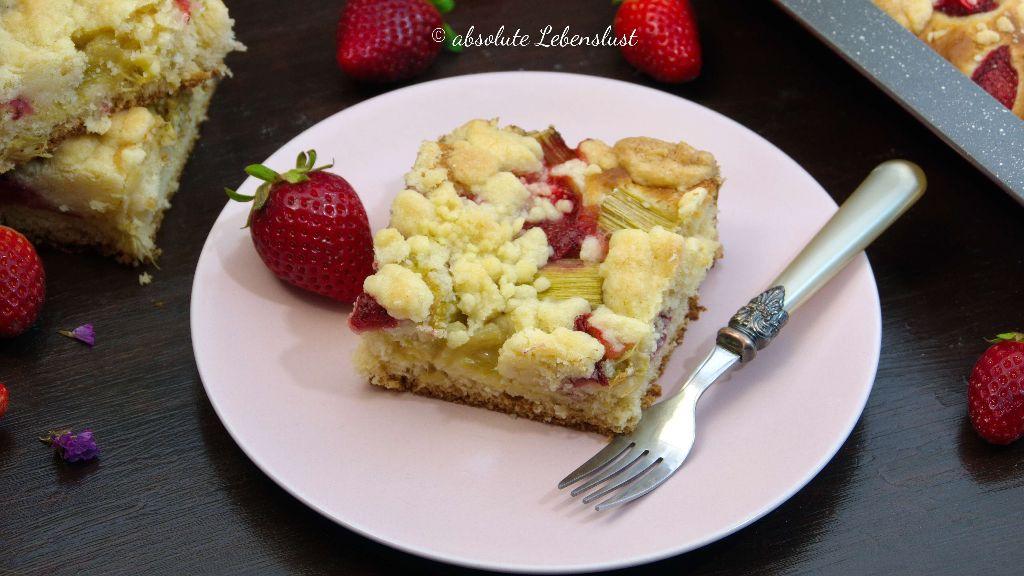 Erdbeer Rhabarber Kuchen Backen Rhabarberkuchen Mit Streuseln Auf