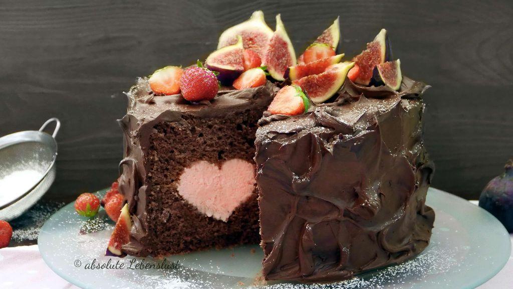 schoko torte, schokotorte, herz torte, herztorte, herz im inneren, motivtorte, ohne fondant, torte, ganache, schnelle tortenfüllung, geburtstagstorte, backen, rezept,