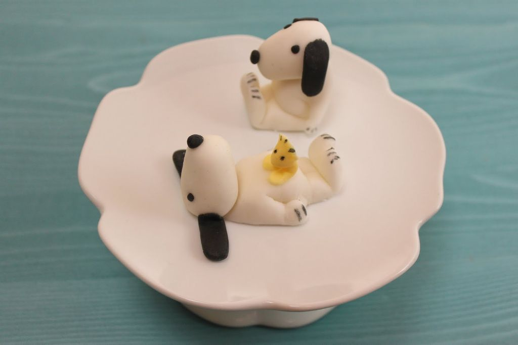 snoopy cupcake topper cupcake deko aus fondant. Black Bedroom Furniture Sets. Home Design Ideas