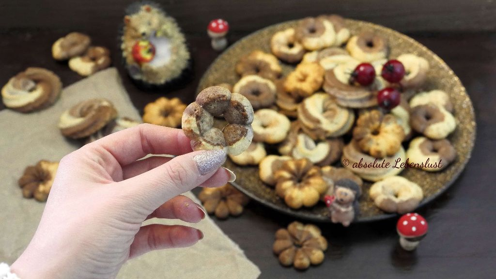 spritzgebäck aus der gebäckpresse, spritzgebäck selber machen, spritzgebäck rezepte, wilton gebäckpresse, plätzchen backen, einfache plätzchen, weihnachts rezepte