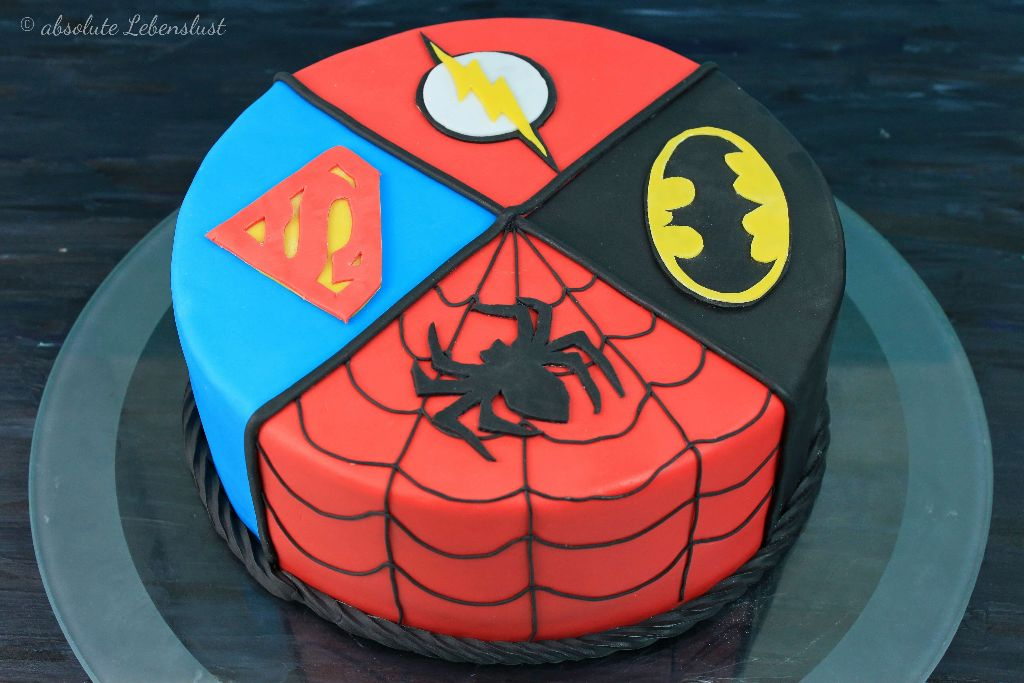 superhelden torte backen, torten backen, spiderman kuchen, batman kuchen, superman kuchen, flash kuchen, backen