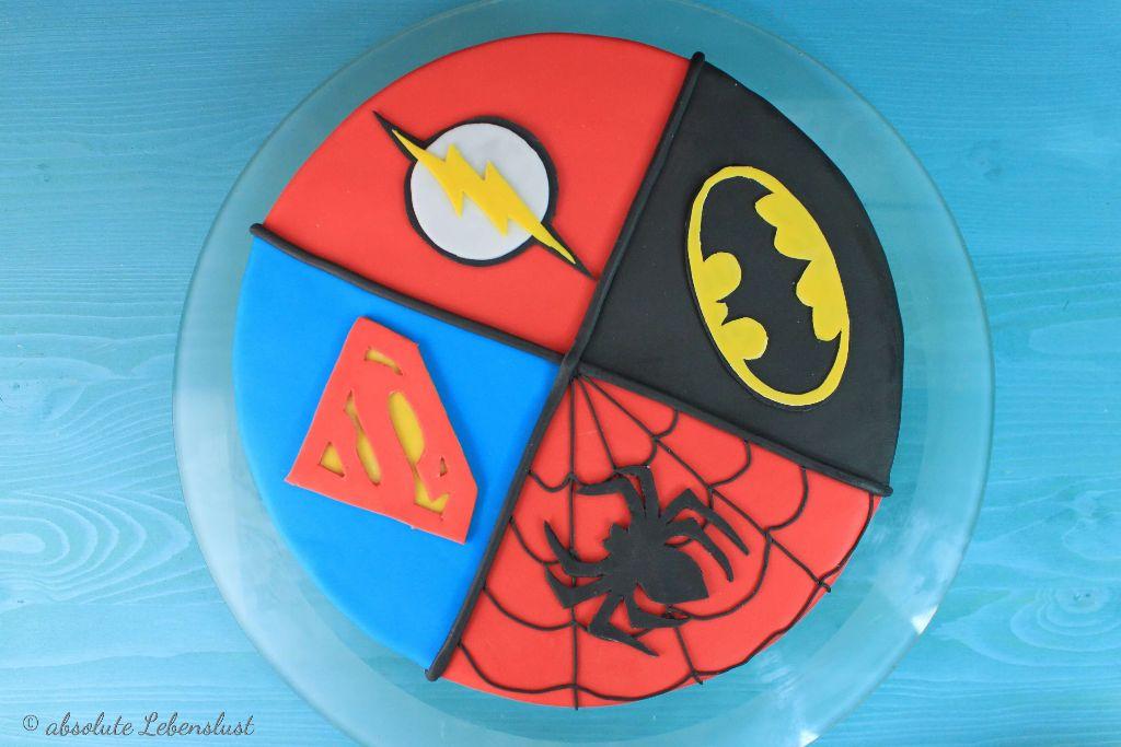 superman torte selber machen, fondant torte selber machen, torten mit fondant, marvel torte, comic torte, männer torte, für männer, geburtstagstorte backen