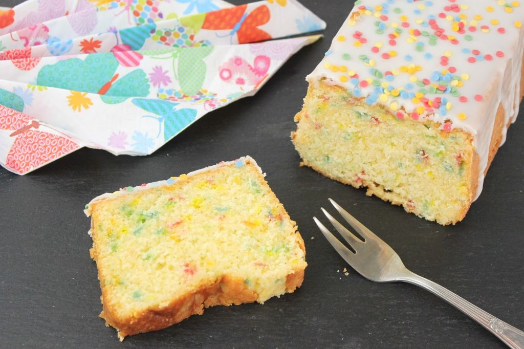 zitronenkuchen rezept, geburtstagskuchen rezept, einfacher geburtstagskuchen, mit bild, rezept, backen, saftiger zitronenkuchen
