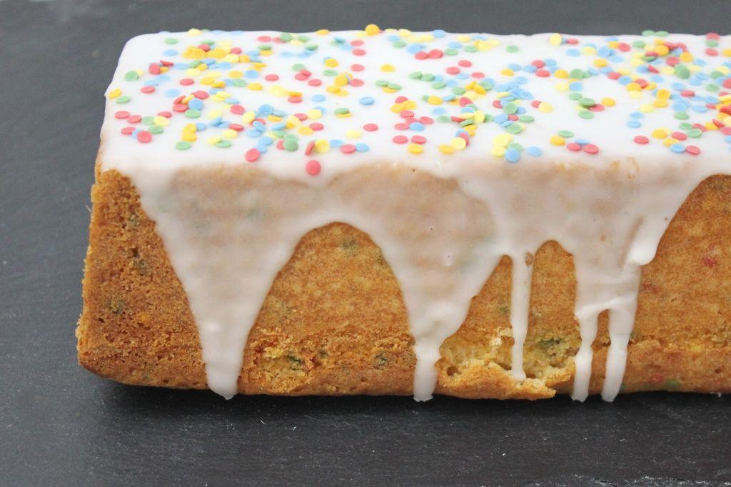 zitronenkuchen rezept, saftiger zitronenkuchen, konfetti kuchen, konfettikuchen rezept, funfetti kuchen, deutsch